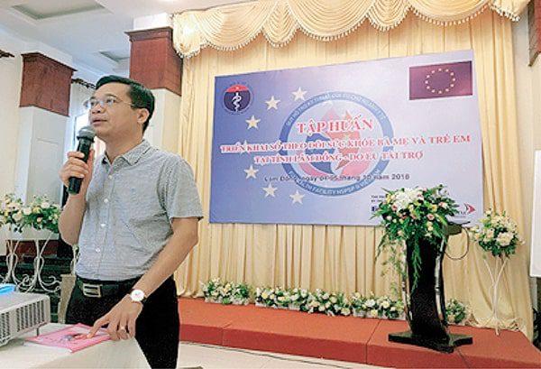 TS Trần Đăng khoa- Phó Vụ trưởng Vụ SKBMTE- Bộ y tế  ghi nhận sự đóng góp của Vimos trong sự đồng hành cùng Sổ TDSKBMTE