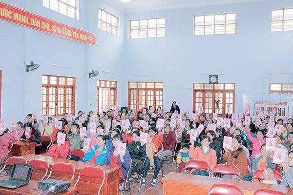 Vimos tập huấn Sổ TDSKBMTE cho các bà mẹ tại Ninh Bình năm 2017