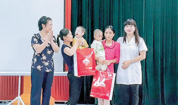 Vimos tặng quà cho các cháu mắc bệnh hiểm nghèo có hoàn cảnh khó khăn tại Ninh Bình năm 2017