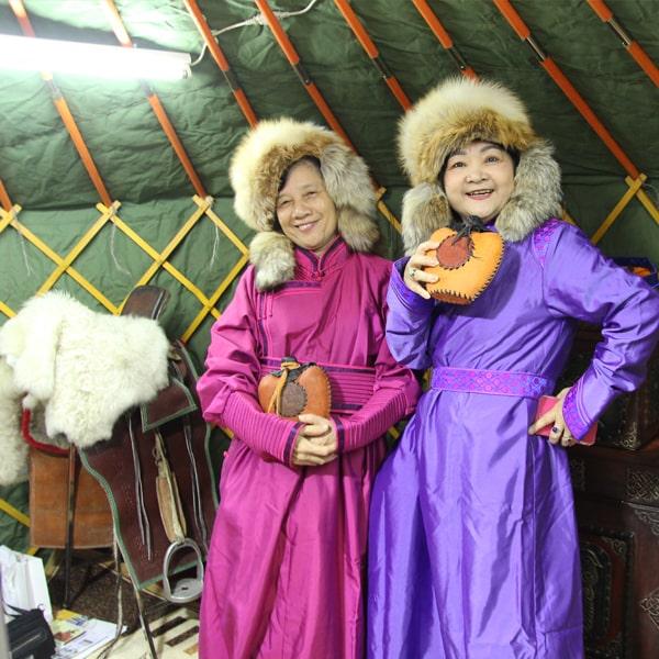 Khách hàng thích thú đến với nhà lều, trải nghiệm văn hóa đất nước Mông Cổ